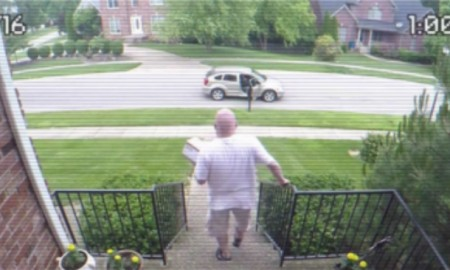 [WATCH] Thief Steals Packages, Man Sets Hidden Camera And EXPLOSIVE 'Bait Box'
