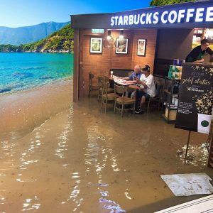 funny-starbucks-uncle-hong-kong-floods-photoshop-battle-5-5809c19ca3f53__700