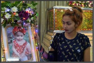 Jiranuch Trirat, mother of 11-month-old daughter who was killed by her father who broadcast the murder on Facebook, stands next to a picture of her daughter at a temple in Phuket, Thailand April 25, 2017 ( Source: REUTERS )