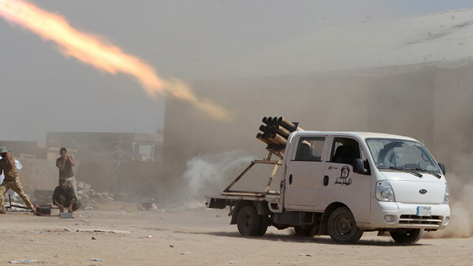 Iraqi Shiite militia fighters fire a rocket at Islamic State (IS) militant positions at Sayed Hassan village outside the city of Tikrit on September 3, 2014. (AFP Photo / Ahmad Al-Rubaye)