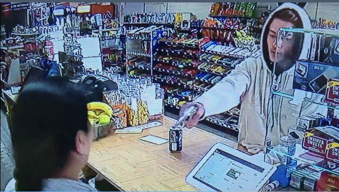 [WATCH] Lady Clerk Fights Off Armed Would-Be Robber With Bare Hands