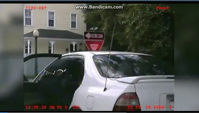 [VIDEO] Dashcam Captures Police Searching A Cavity Deeper Than The Glovebox - Unbelievable!