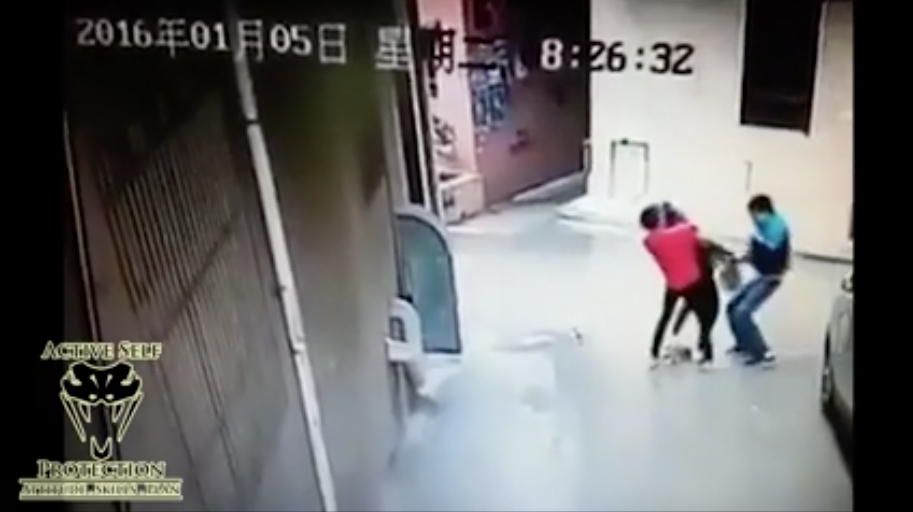 [WATCH] Two Ladies Targeted And Attacked: How To Turn The Tables!