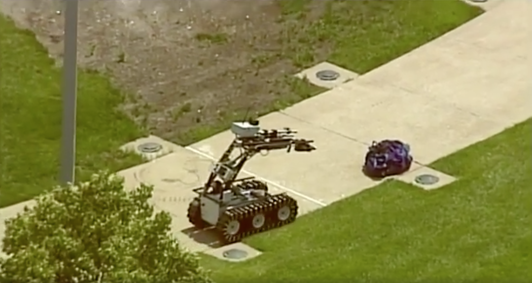 [WATCH] St. Louis County Bomb Squad ROBOT Detonates Suspicious Packages At Mercy Hospital