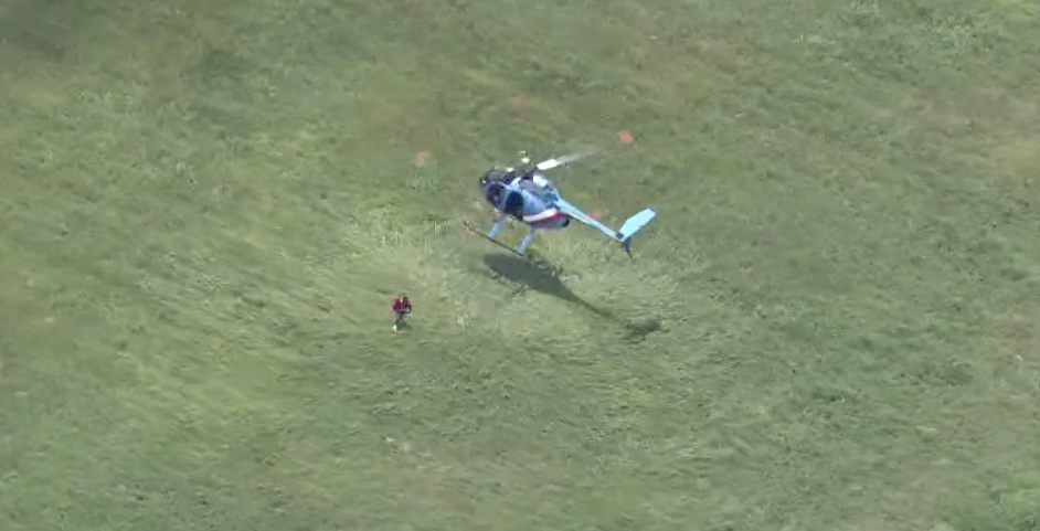 [WATCH] If You Were A Helicopter Pilot, Would You Jump Out To Tackle A Criminal?