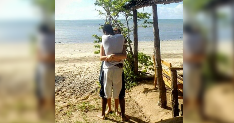 The Optical Illusion Of A Couple Hugging Is Driving The Internet Wild: 11.4 Million Views