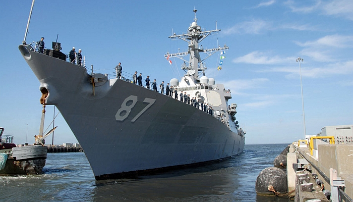 The Arleigh Burke-class guided-missile destroyer USS Mason departs Naval Station Norfolk © Eric S. Garst / AFP
