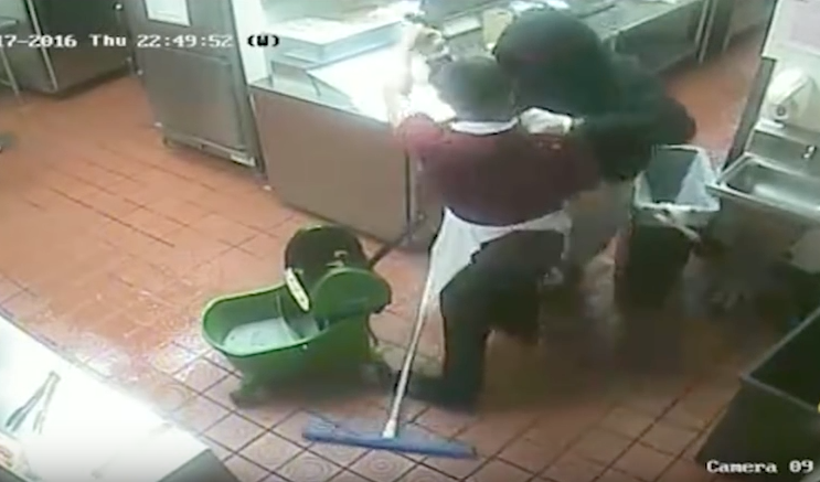 [WATCH] Armed Robber Puts Gun To The Head Of A WRESTLER WITH A MOP